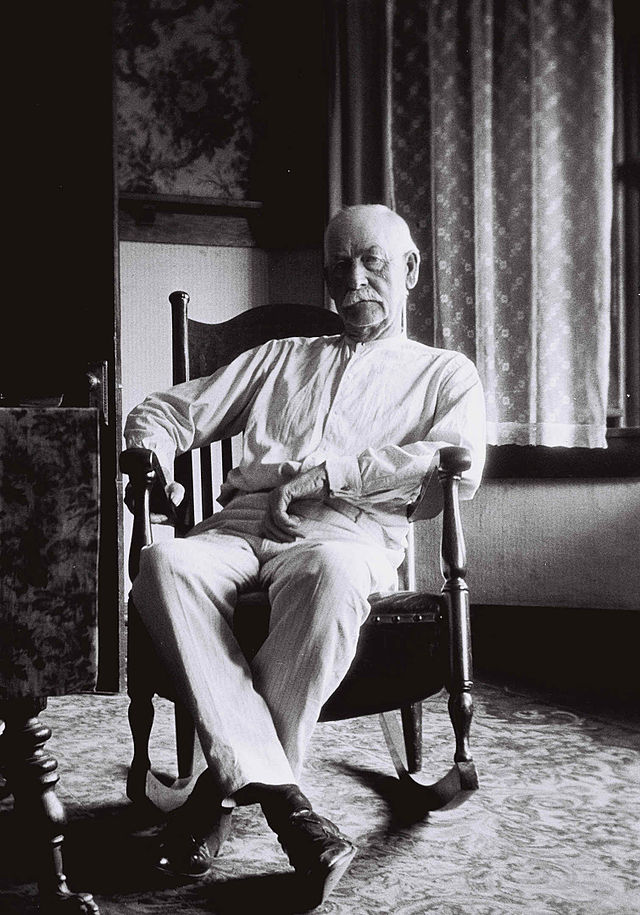 """The fight has now commenced, go to fighting or get away!"" Wyatt Earp at 75"