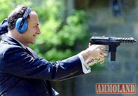 chuck-schumer-shooting-a-tech-9