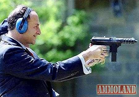 chuck-schumer-shooting-a-tech-9