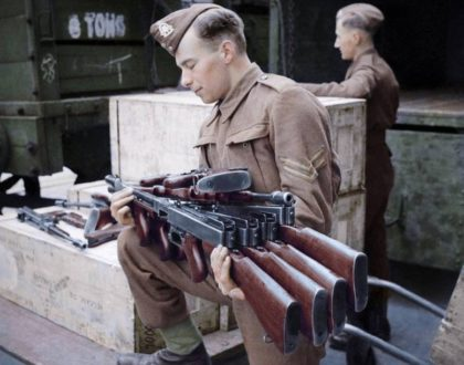 A Tommy holding Tommy Guns. (Historical Gun p0rn)